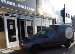 Onze aangepaste VW Caddy, volledig gewrapt en bestickerd